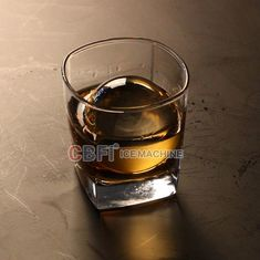 High Grade Round Ball Ice Maker Untuk Bar Dengan Whiskey 100% Transparan
